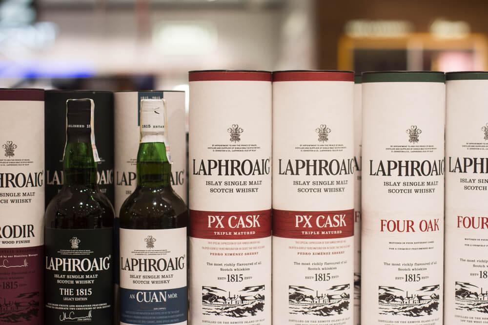 Laphraig-flaskor i rör
