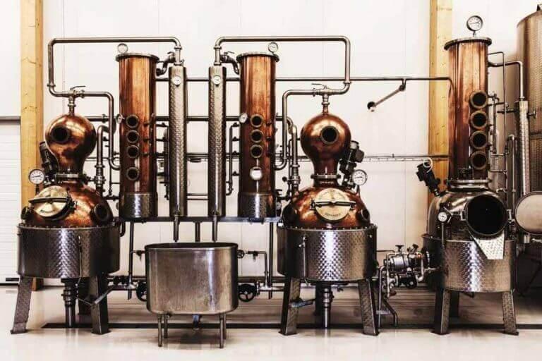 Slottsdestilleriets bränneriutrustning, en av många fina destillerier